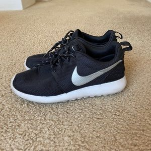 Black and Gray Woman's Nike Roshe One's